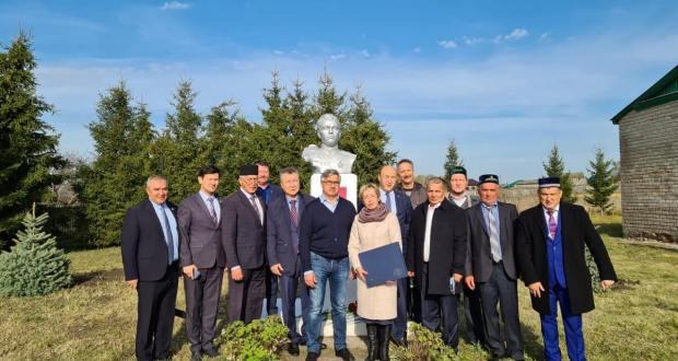 Василь Шайхразиев посетил музей имени Гази Загитова и его могилу в с. Янагушево Республики Башкортостан