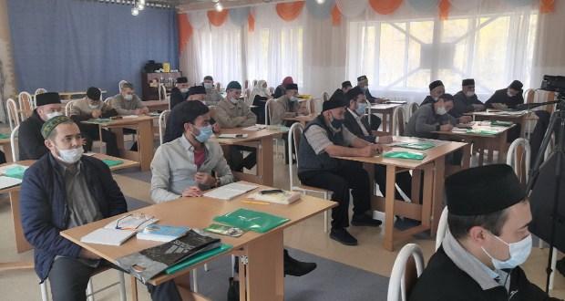 Имамы Тюменской области изучили акыду и фикх