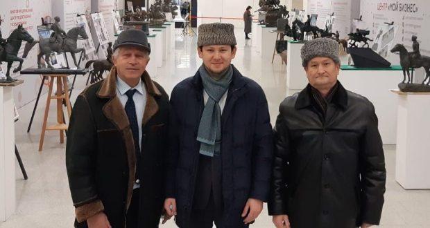 Альфред Дәүләтшин генерал-майор Миңнегали Шәйморатов һәйкәле проектлары белән танышты