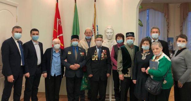 Санкт-Петербург татарлары сугыш ветераннарын, тыл хезмәтчәннәрен Яңа ел белән котлады