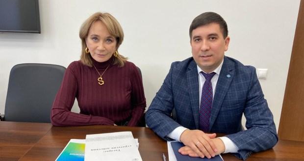 Председатель Исполкома Всемирного конгресса татар Данис Шакиров встретился с Гульнарой Сергеевой.