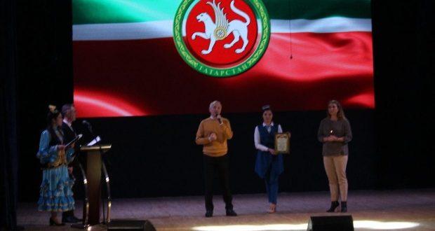 Постоянный представитель Республики Татарстан Хайдар Гильфанов принял участие в театрально-эстрадной программе «Замандаш» («Современник»).