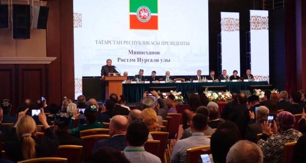 Рөстәм Миңнеханов: Бүген беркемгә дә үзен татар дип әйтергә оят түгел