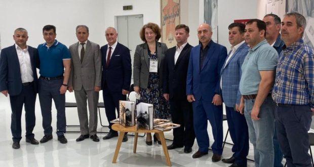 Представители азербайджанской и татарской диаспоры передали казанским библиотекам экземпляры книги «Азербайджан в годы Великой Отечественной войны»