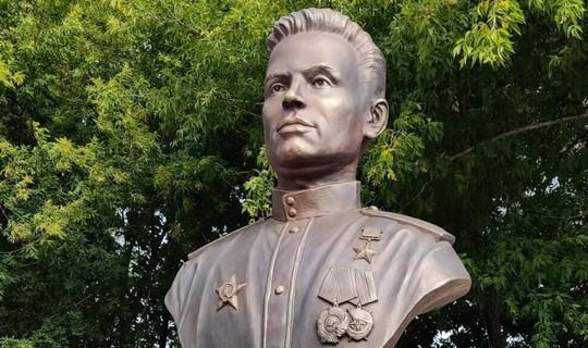 Яшел Үзән районында Советлар Союзы Герое Хәлил Хәйруллинга бюст ачылды