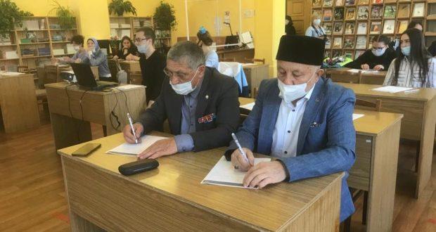 Представители ДУМ и НКАТ Ивановской области написали диктант на татарском языке