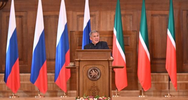 Рустам Минниханов выделил роль Конгресса татар в национальной политике Татарстана