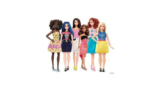 """Barbie w """"ludzkich kształtach"""" to koniec pewnej epoki"""