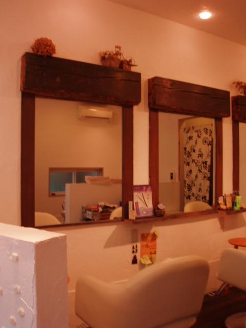 八幡市 店舗リノベーション 鏡と古材柱