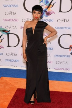 jennifer-hudson-2014-cfda-awards-one-shoulder-black-bow-gown-1