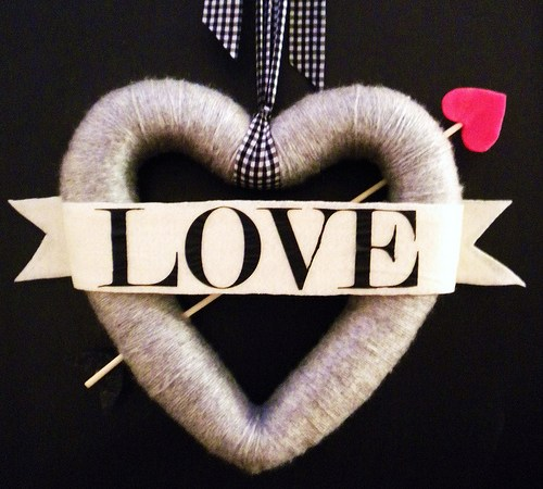{Bow and Arrow} Valentines Day Wreath Tutorial