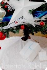 Make the Easiest Ruffle Tree Skirt {Holiday tutorial}!!