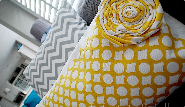 Geometric Pillow (tutorial and Silhouette deal)