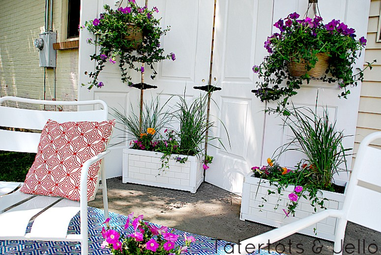 patio privacy screen and subway tile planters