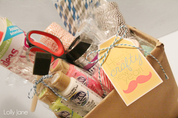 HAPPY Holidays: Quick & Easy {& Crafty} New Year's Neighbor Gift!