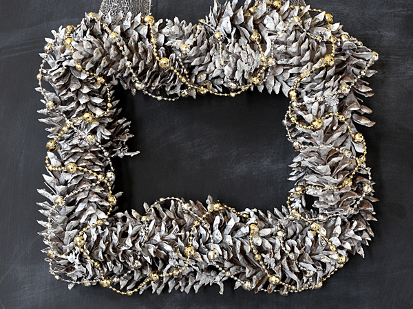 Happy Holidays: Simple Pinecone Wreath