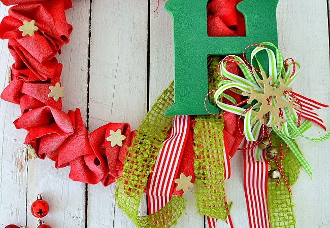 Holiday Spray Painted Canvas Ruffle Wreath!