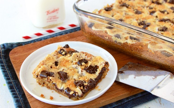 S'mores Cookie Bar Recipe!