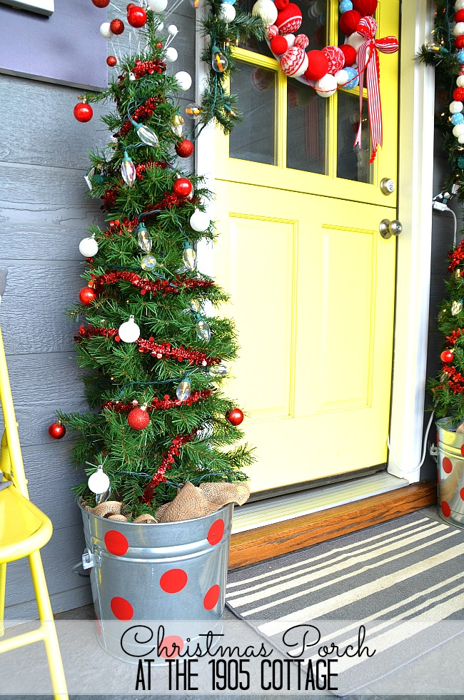 christmas porch at the 1905cottage