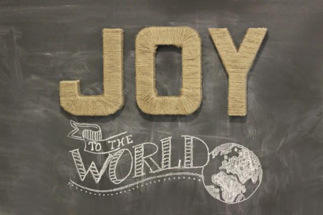 Jute-wrapped-JOY-letters_3-1024x682