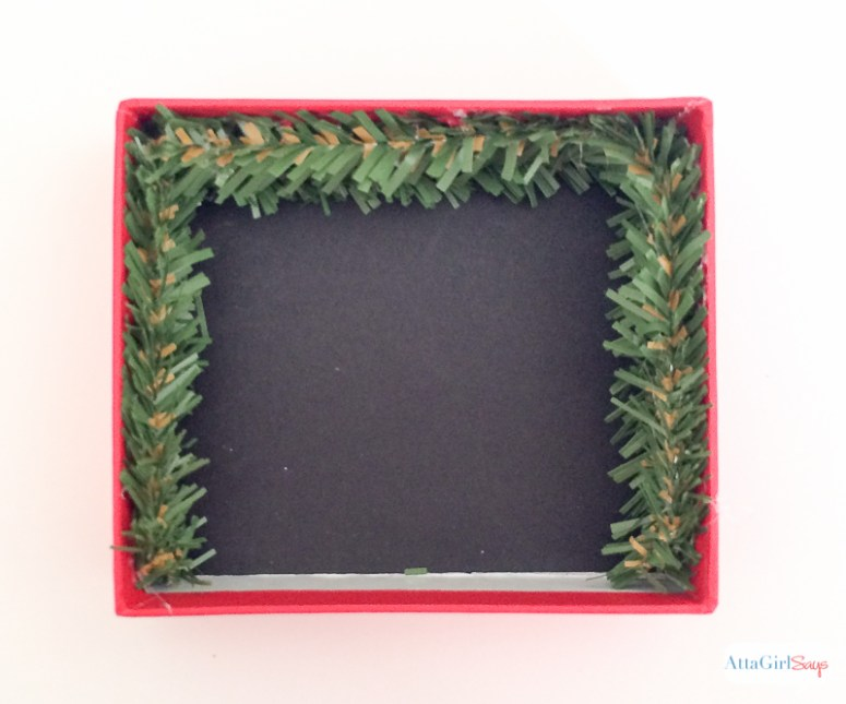 800px-diy-shadowbox-christmas-ornaments-10