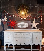 Happy Holidays: DIY Mistletoe Sign