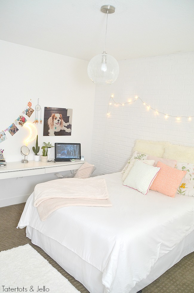 teenage-white-brick-bedroom