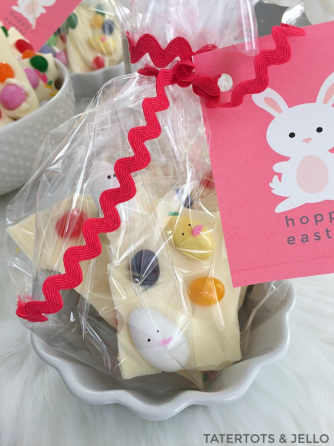 Easter chick jelly bean bark a sweet chocolatey treat is always fun to make and nice to receive heres an easy easter treat idea and i made some simple bunny tags that you can print negle