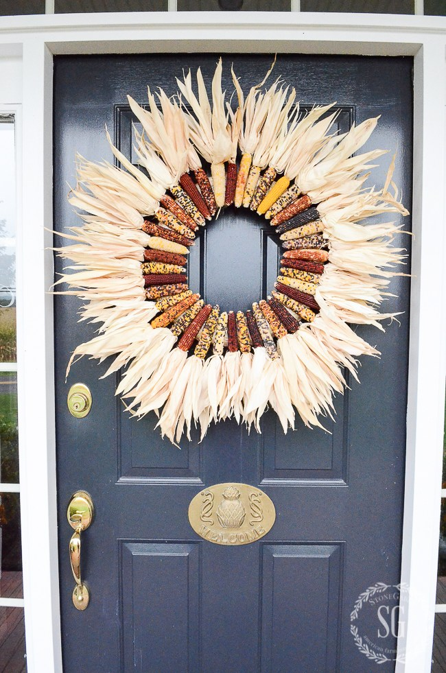 11 awesome ways to make YOUR front door or porch look festive for Fall!