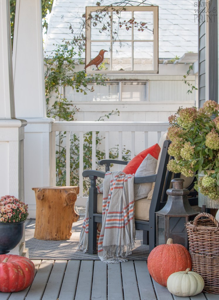 11 FESTIVE Fall Porch Decorating Ideas ways to make YOUR