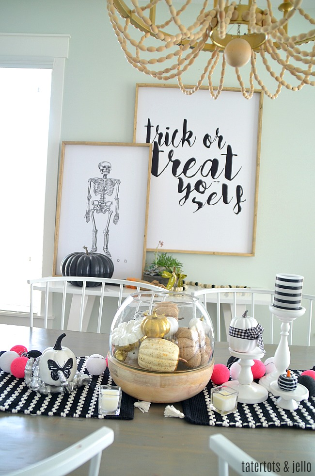 Black and White Farmhouse Halloween Dining Room - simple ways to bring the farmhouse feel to Halloween