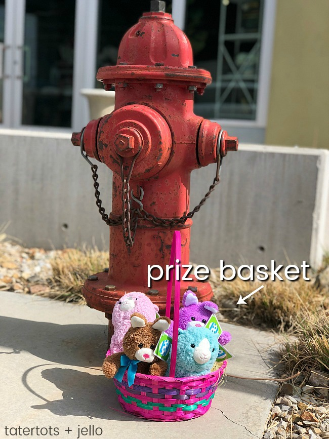 Easter Outdoor Scavenger Hunt. Prize baskets and free printable clues to make it easy and fun!