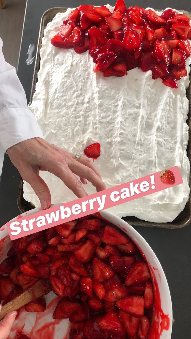 he BEST Strawberry Cake Recipe. Moist white cake covered in a fluffy layer of cream cheese and whipped cream with a topping of luscious fresh strawberries in a sweet strawberry glaze. Everyone will fall in love with this delicious, easy cake.