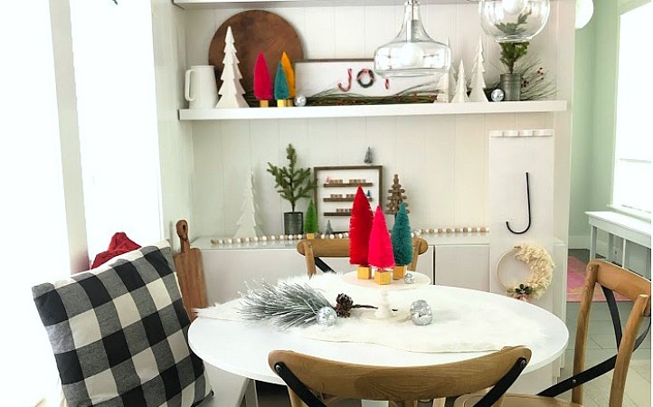 Cozy Christmas Kitchen Nook Decorating Ideas!
