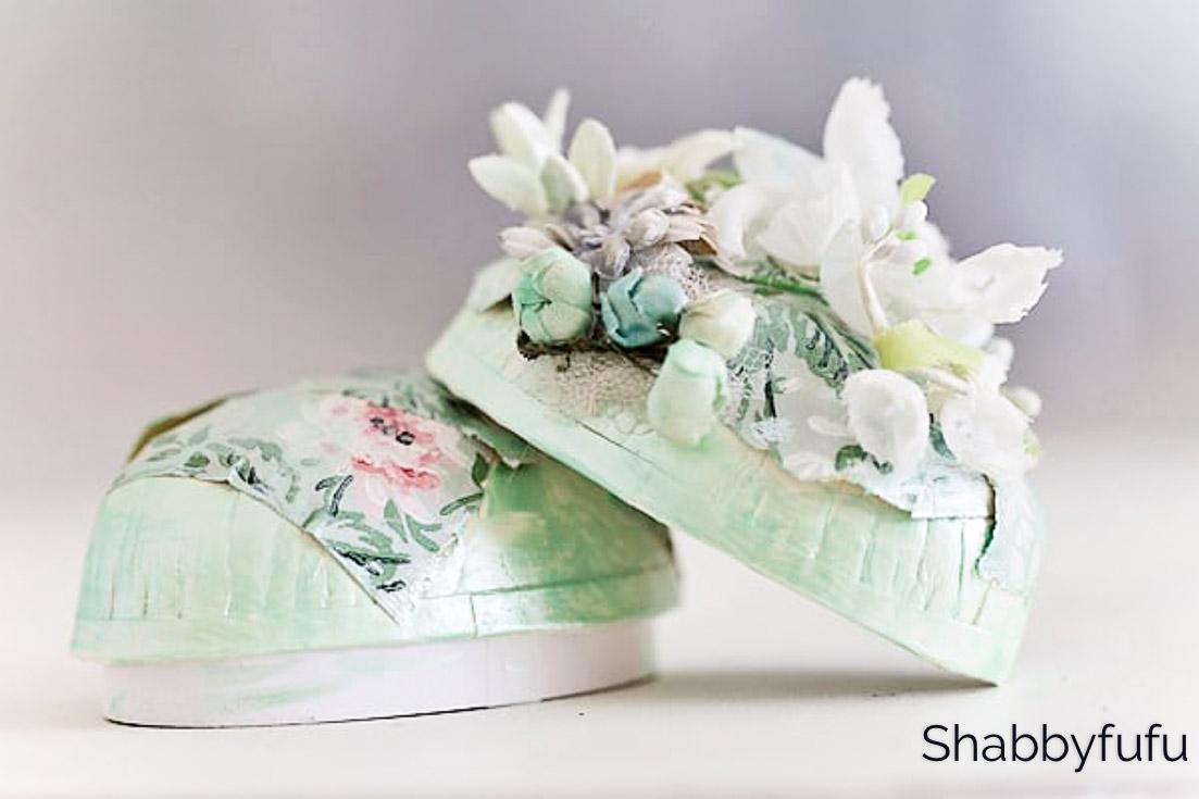 Egg Carton Spring Succulent and Flower Wreath Centerpiece + 8 Egg Decorating Ideas!