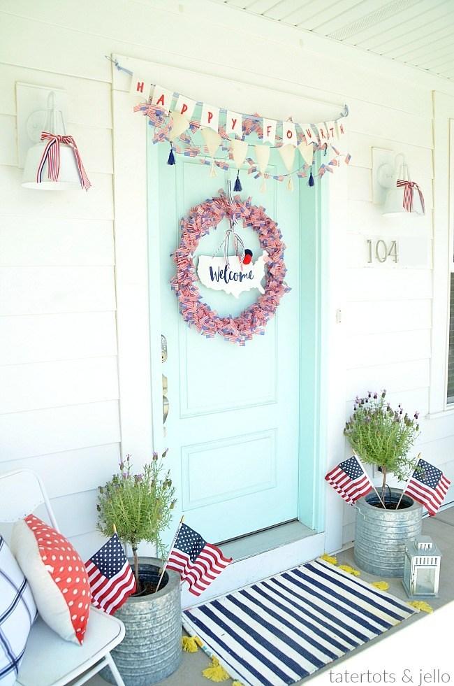 Patriotic Fourth of July Flag Wreath Tutorial @ Tatertots & Jello