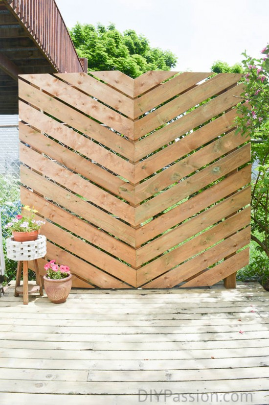 How to Build a Simple Chevron Outdoor Privacy Wall @ DIY Passion