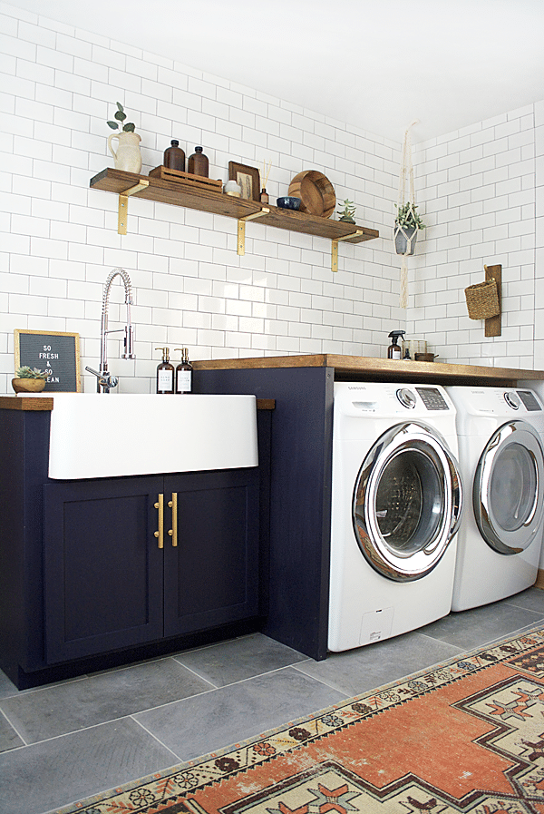 Boho farmhouse laundry room at Bre Purposed.