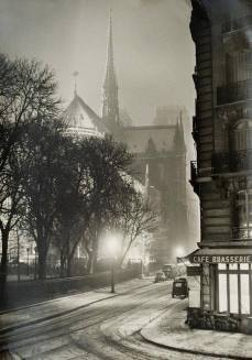 Serata invernale a Parigi, nel 1953, fotografata da Albert Monier.