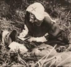 1917, prima guerra mondiale. Un'infermiera trascrive le ultime parole di un soldato inglese in fin di vita.
