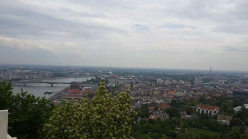 Gellert´s tepesi ; Burası 235m yükseklikte bütün şehri tepeden izleyebileceğiniz Peter Gellert´in heykelinin bulunduğu bir yer.
