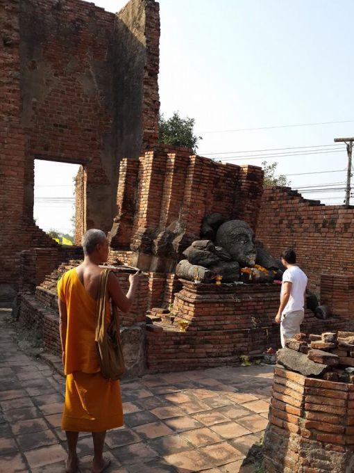 Ayutthaya oldukça tarihi bir yer Taylandy´ın her yerinde olduğu gibi buradada bol miktarda tapınak ve Buda heykeli görmek mümkün.