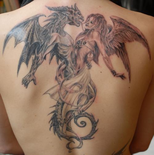 Tatouage la signification de son emplacement tatouage nuque - Signification emplacement tatouage ...
