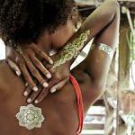 Combien de temps peut rester un tatouage éphémère doré sur la peau ?