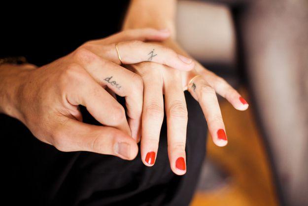 ce qu'il faut savoir avant de se faire un tatouage sur les doigts