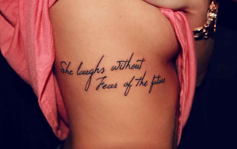 Tattoo schriftzug rippen männer