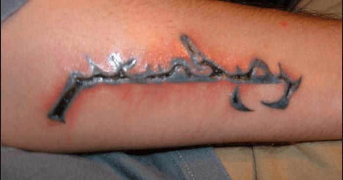Voorbeeld van een ontstoken tattoo