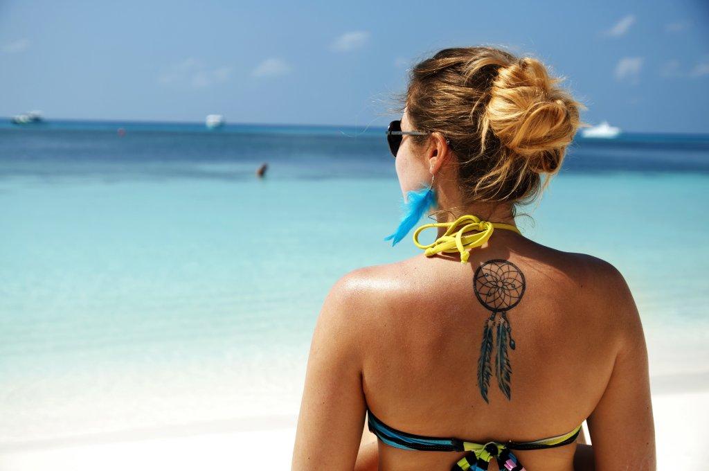 Zwemmen in de zee is niet veilig als je tattoo nog niet genezen is.