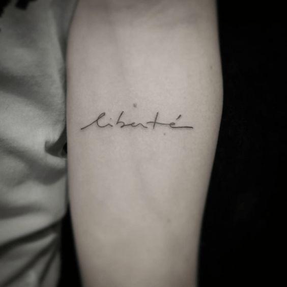 tatouage liberté homme et femme