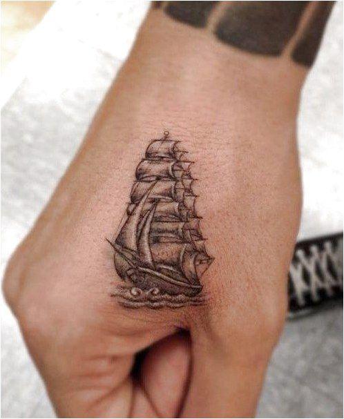 Une jolie création par le tatouage